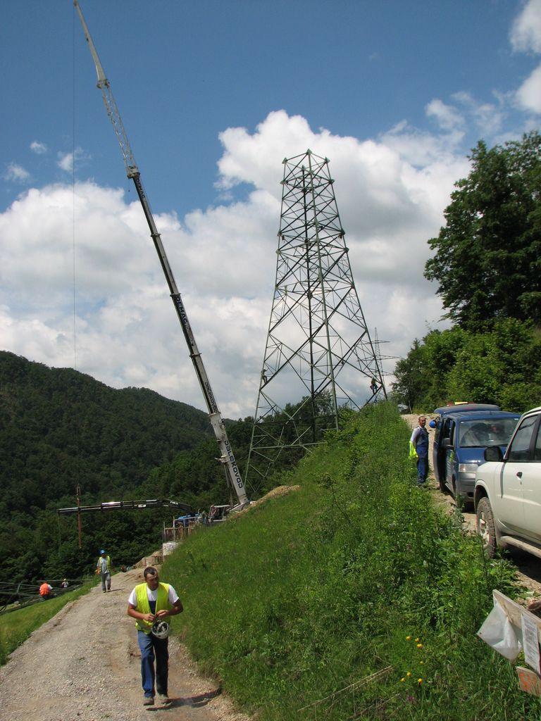Mobile crane mounting